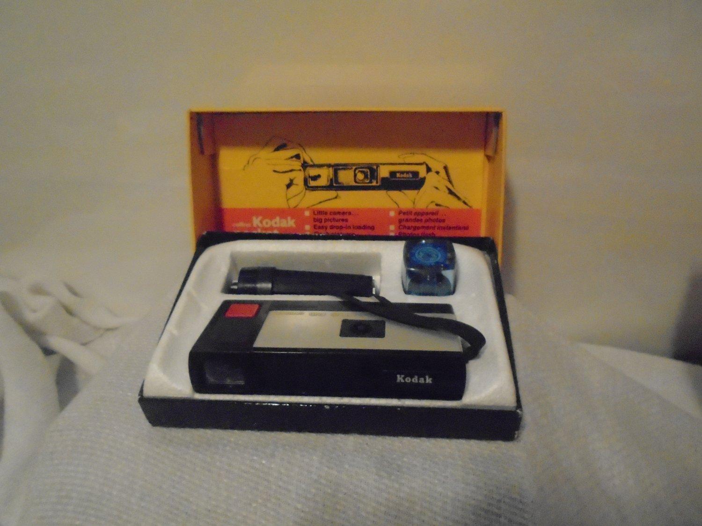 KODAK A. G. POCKET INSTAMATIC 100 + built-in flashgun for AG-1  + CASE + f/cube