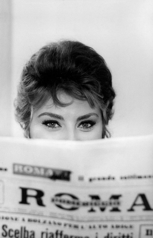 Sophia Loren 24x35 inches Canvas Print