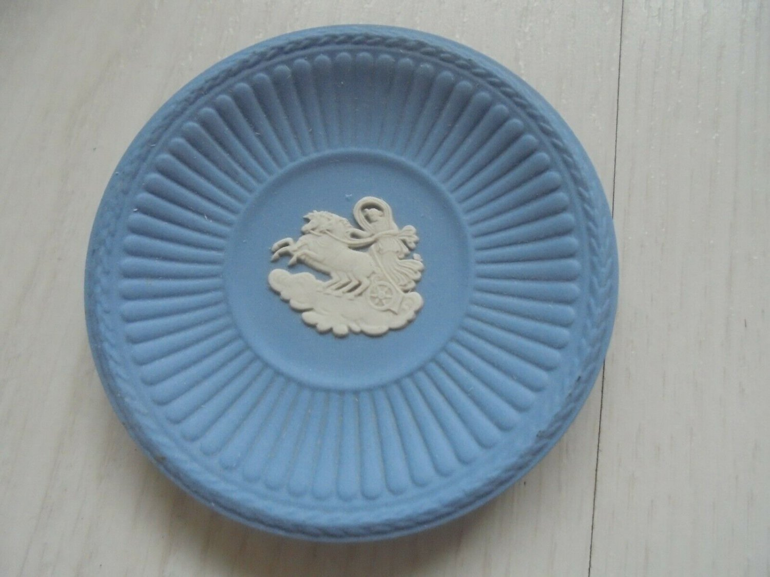 WEDGWOOD PLATE in CERAMIC Blue cobalt color with horses Original
