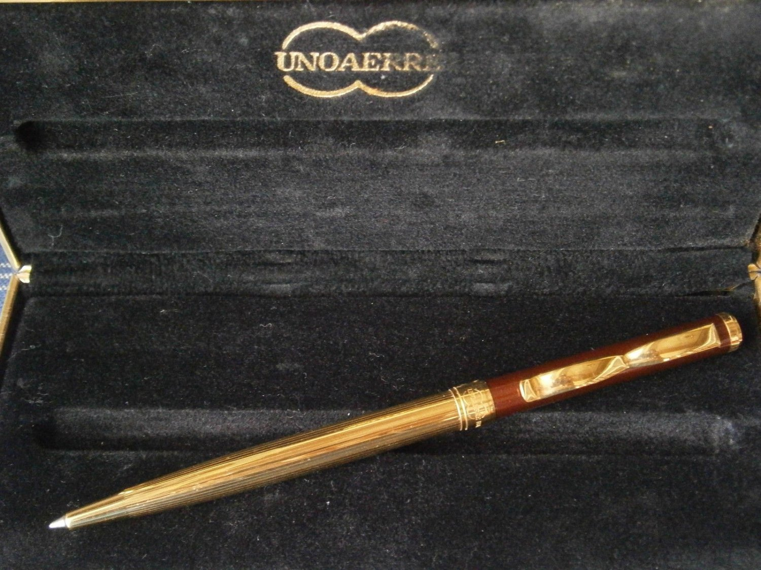 UNOAERRE ITALY ball pen laminated GOLD  and lacquered in gift box Original
