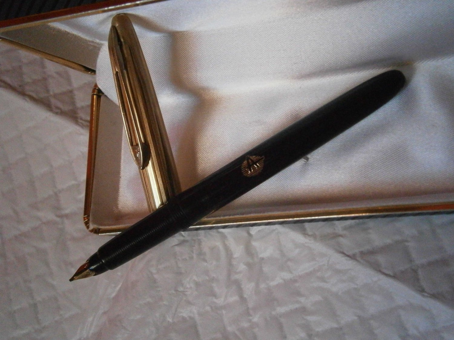 DIPLOMAT fountain pen Black and Gold 14K Original in gift box