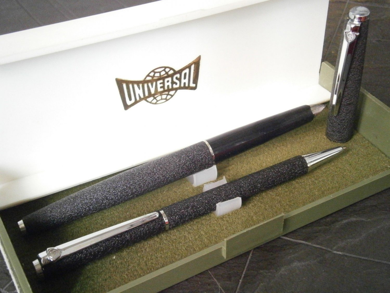 UNIVERSAL SET fountain pen and ball point pen in black color Original in gift box