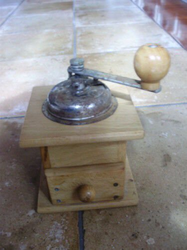 COFFEE GRINDER in wood and metal Original from 1950s Working