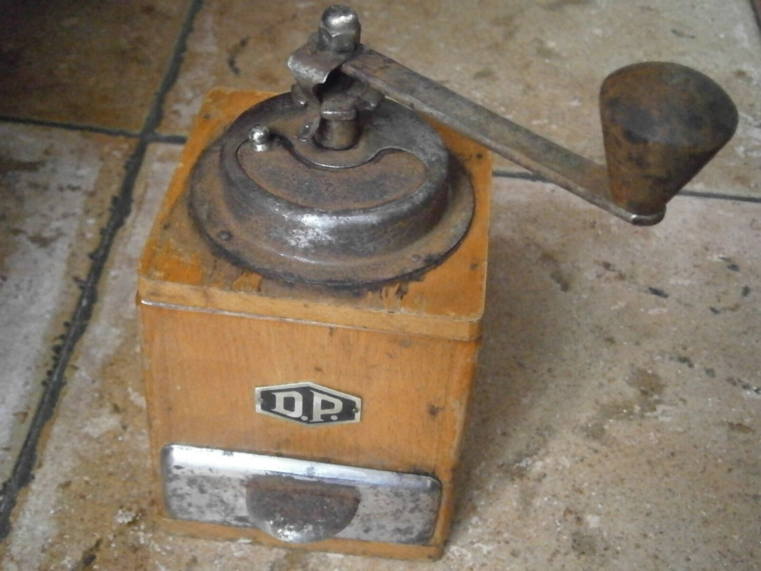 DP D.P COFFEE grinder in wood and metal Original from 1950s Working
