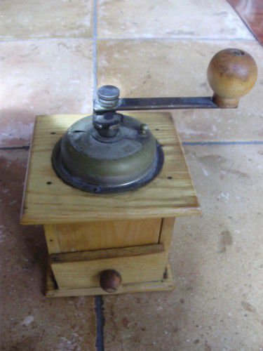 FUNZ COFFEE GRINDER in wood and metal Original from 1960s Working