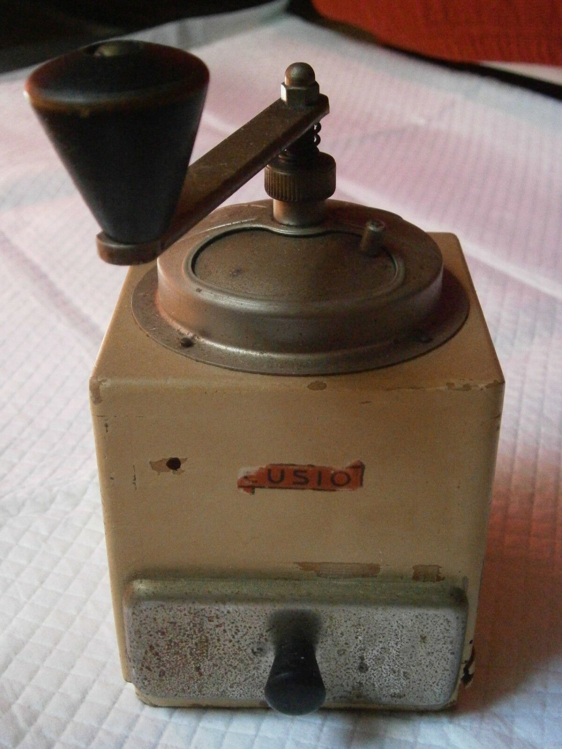 CUSIO COFFEE GRINDER in wood and metal Original from 1950s Working