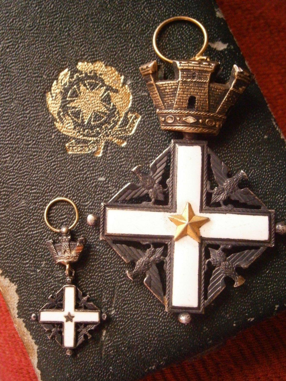 CROSS MEDAL to the merit from Italian Republic Repubblica Italiana Original silver and laque +box