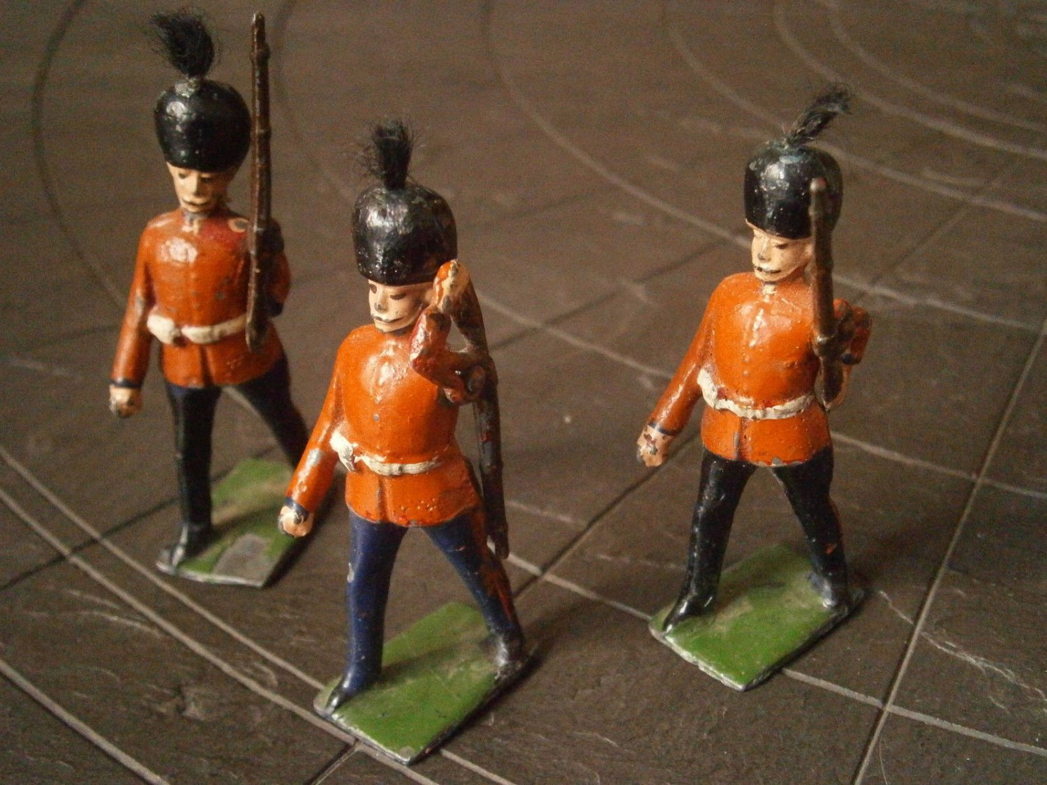 3 ENGLISH miniature SOLDIERS Royal Guard made in lead by J. Hall England 1900s