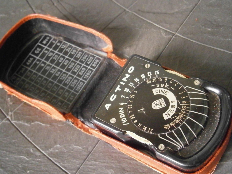 Exposure calculator ACTINO CINE light meter in metal Original 1950s working