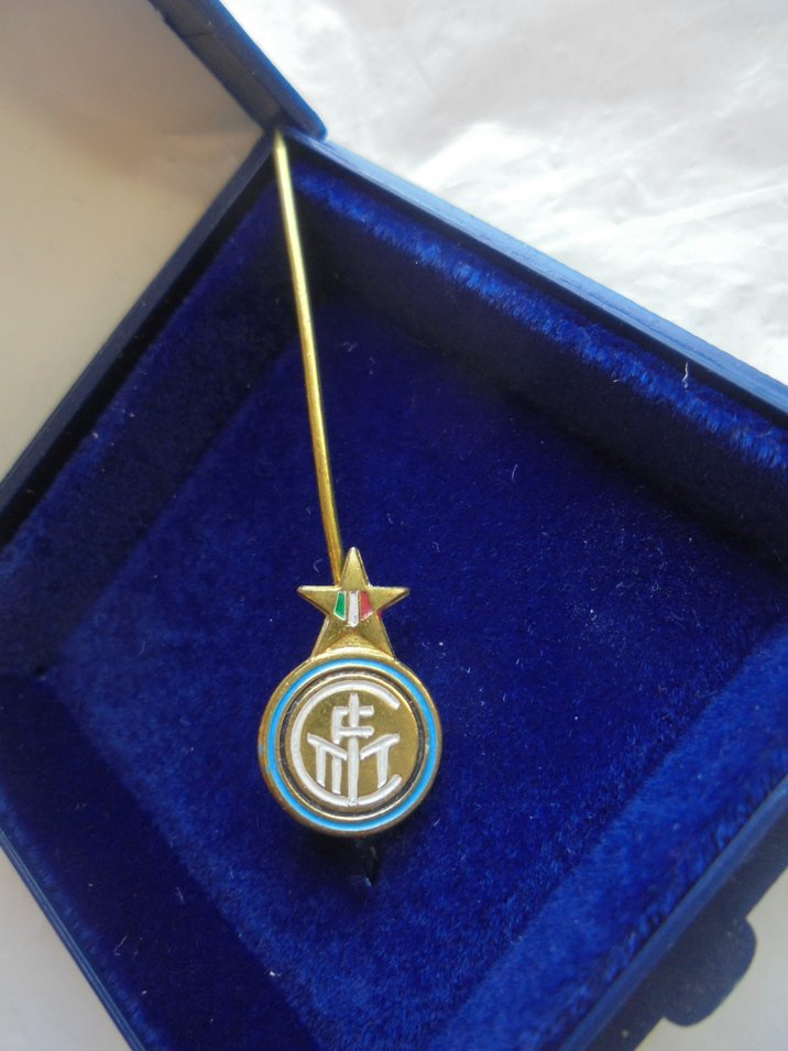 INTER CALCIO soccer team pin in metal and laque designed by Muggiani 1990s