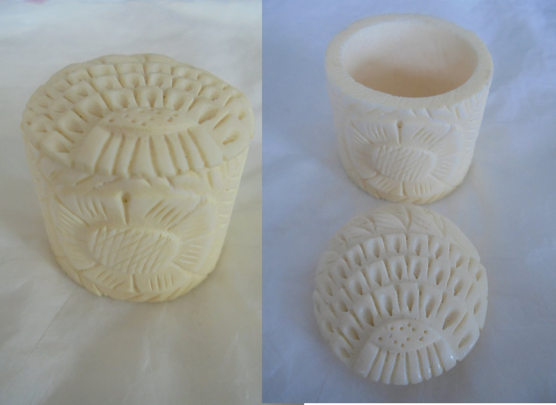 PILL BOX in bone Hand carved Original
