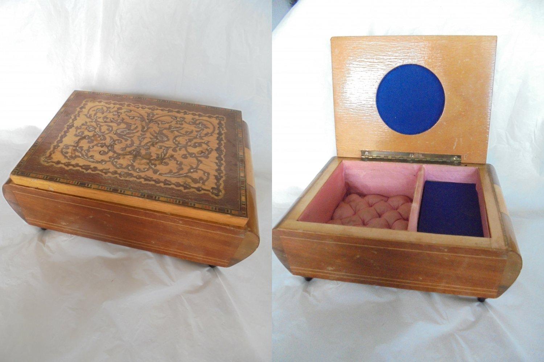 CARILLON JEWELS Music BOX in arabesque wood work from Amalfi Italy Original 1950s