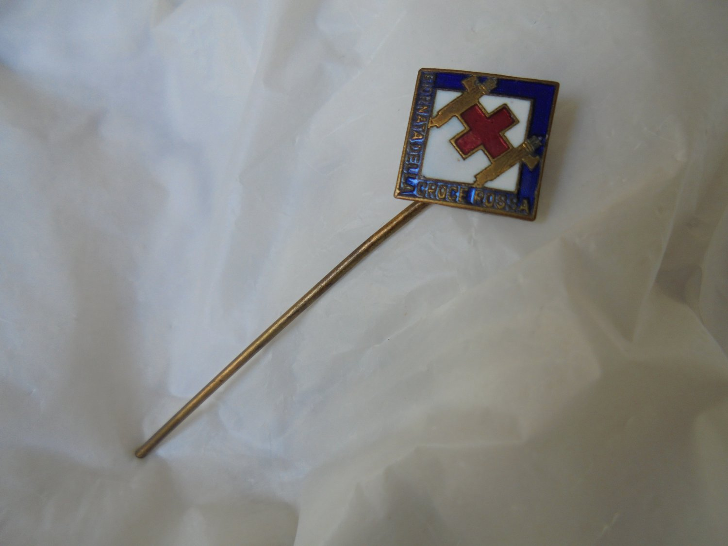 BRONZE pin brooch of the RED CROSS for the Day of the Red Cross Original 1940s