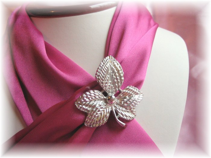 Leaf Silver-toned Signed Gerry's pin brooch