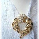 Vintage Beautiful rhinestone faux pearl vintage pin