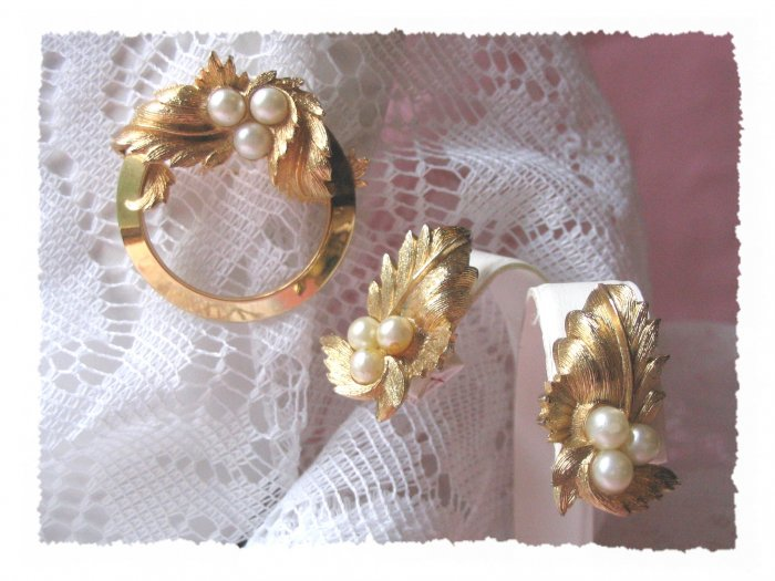 vintage demi Sarah Coventry endearing pin earrings