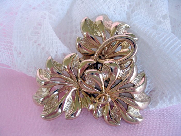 Monet vintage stylized goldtone brooch  florentine