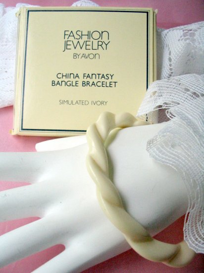 Avon Vintage Jewelry Bangle Bracelet made in West Germany NEW
