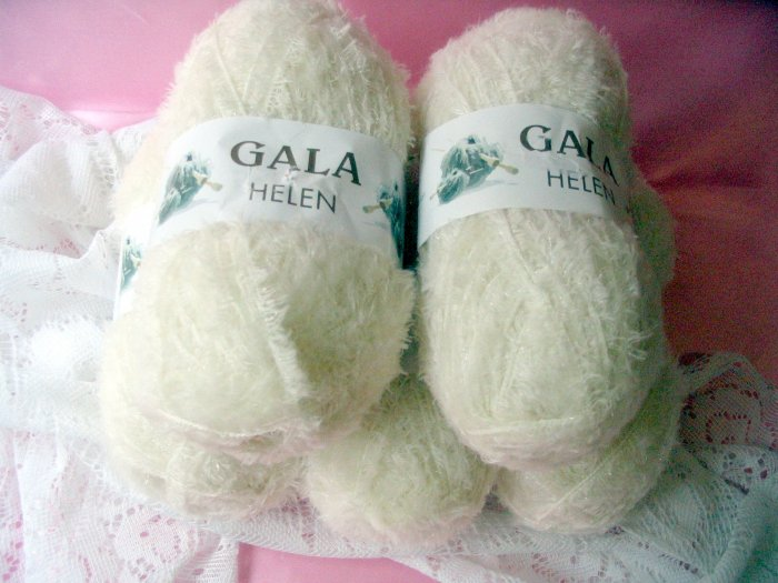 Gala Helen White Yarn by Premier 5 skeins short eyelash