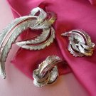Sarah Coventry - FEATHERED FASHION - demi vintage jewelry