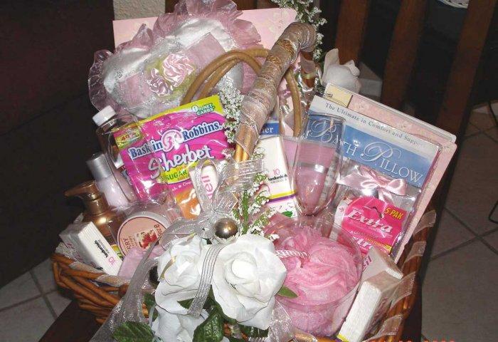 BRIDE BRIDAL SHOWER GIFT - BRIDES PAMPER KIT GIFT BASKET
