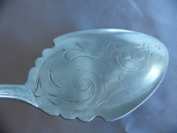 THREADED OVAL 19th Century ENGRAVED Silver PIE SERVER  Crafts?