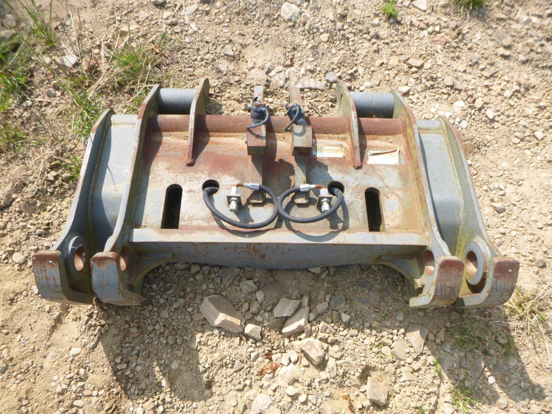 Komatsu WA200PT-5L Quick Coupler