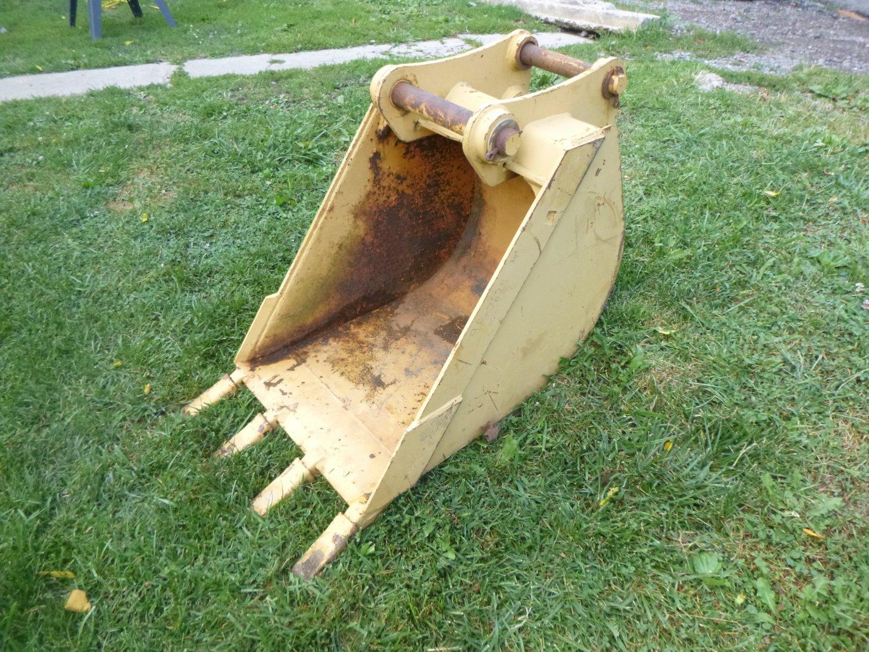 """24"""" Caterpillar Excavator / Backhoe Bucket"""