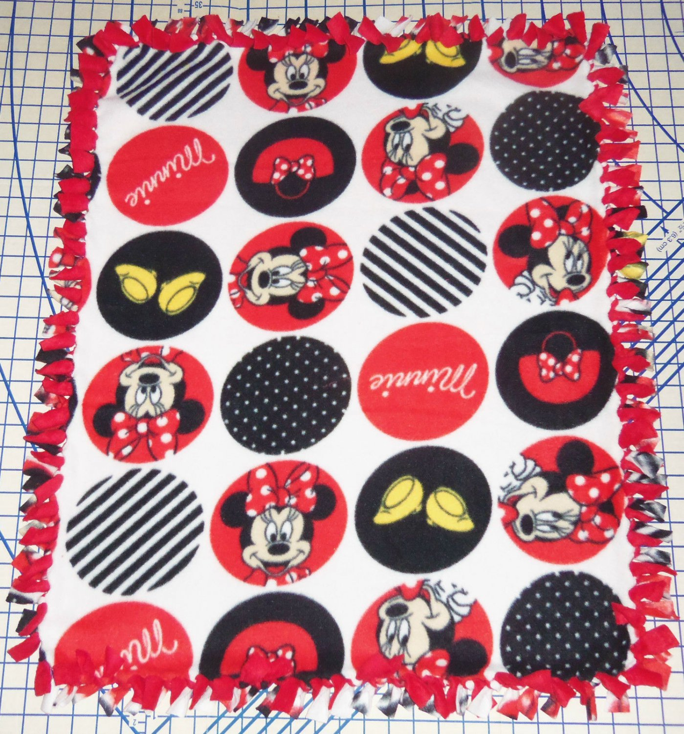 "Disney Fleece Baby Blanket Minnie Mouse Circles Pet Lap 30"" x 24"""
