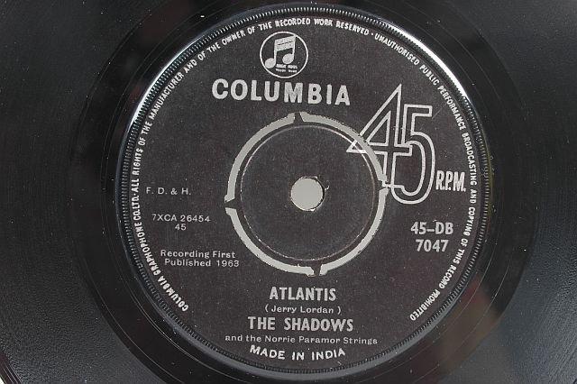 "THE SHADOWS Atlantis HANK MARVIN 7"" 45 RPM - INDIA"