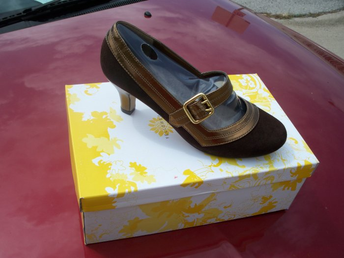 """Achieve"" Brown with Gold Buckle & 2-inch heel from Yellow Box - Size 6.5"