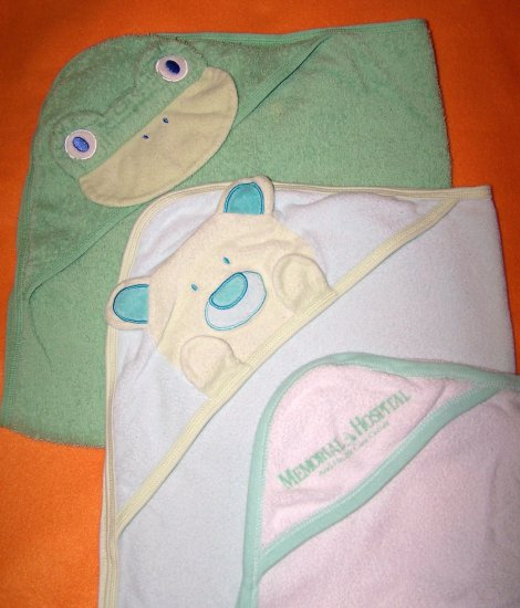 Hood Frog and Bear Baby / Toddler Bath Towels - Lot of 3