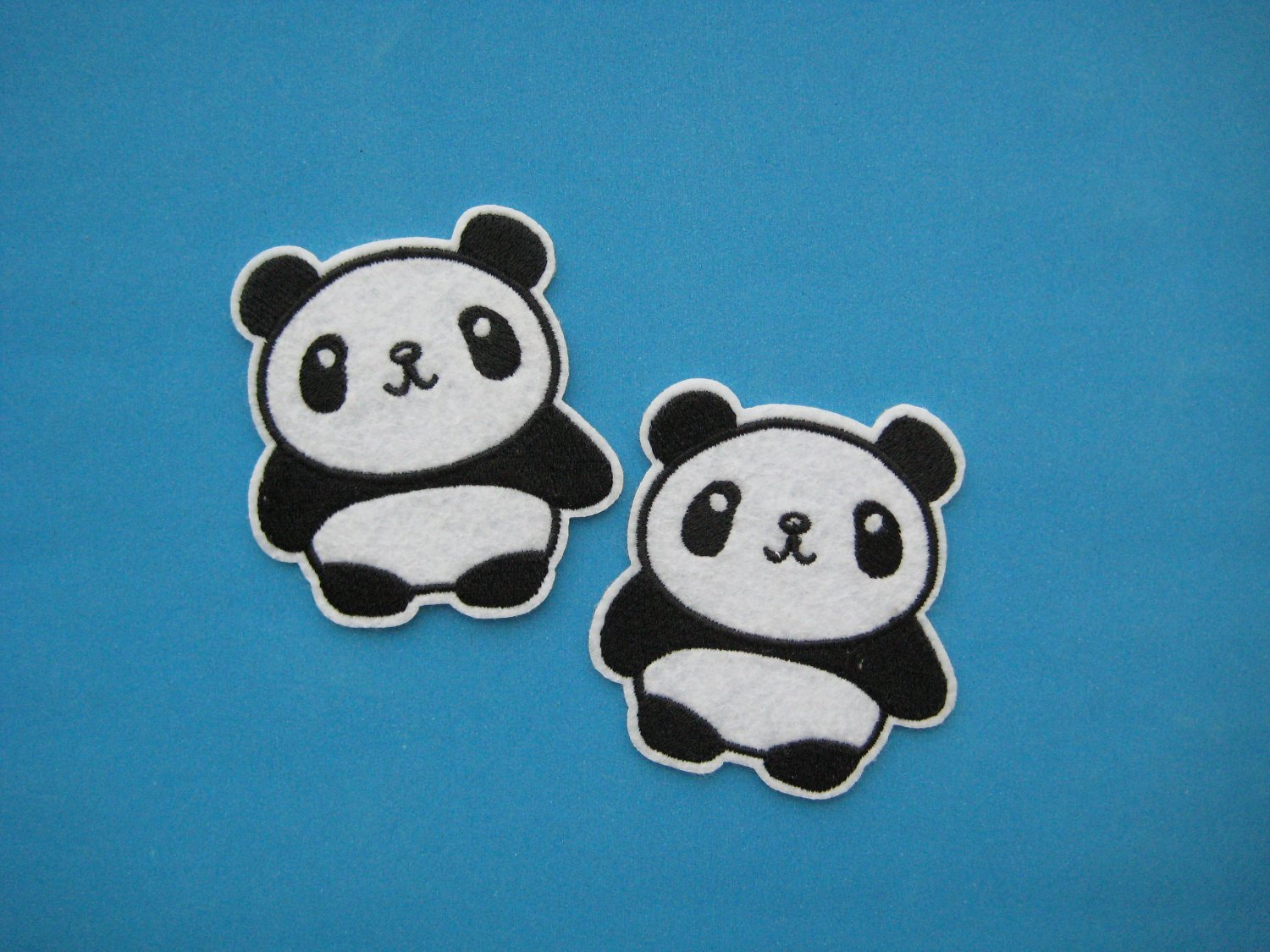 2 pcs Iron-on/ sew-on embroidered patch Lovely Giant Panda bear 2.5 inch