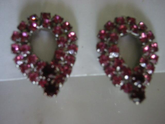 Pink & Ruby Vintage RS Rhinestone tear drop Clip Earrings