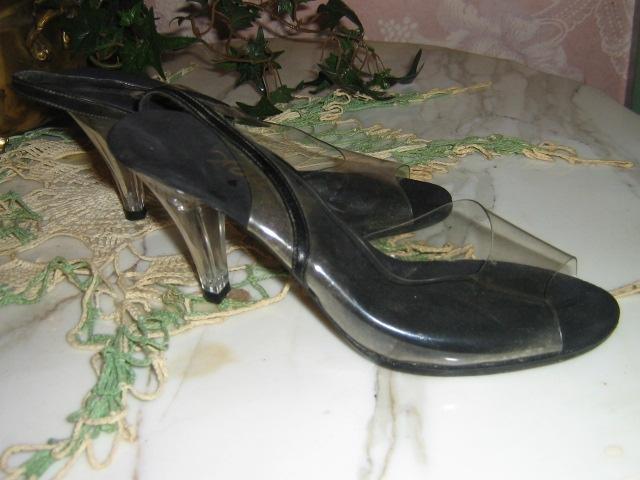 Fab! VLV clear plastic Lucite Heel vintage ladies peep pumps Shoes 6