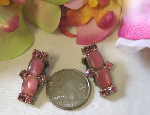 40s 50s Vintage lucite moonglow pearly pink earrings RS