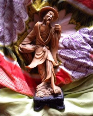 VINTAGE JAPANESE OR CHINESE FISHERMAN CARVED STATUE FIGURE