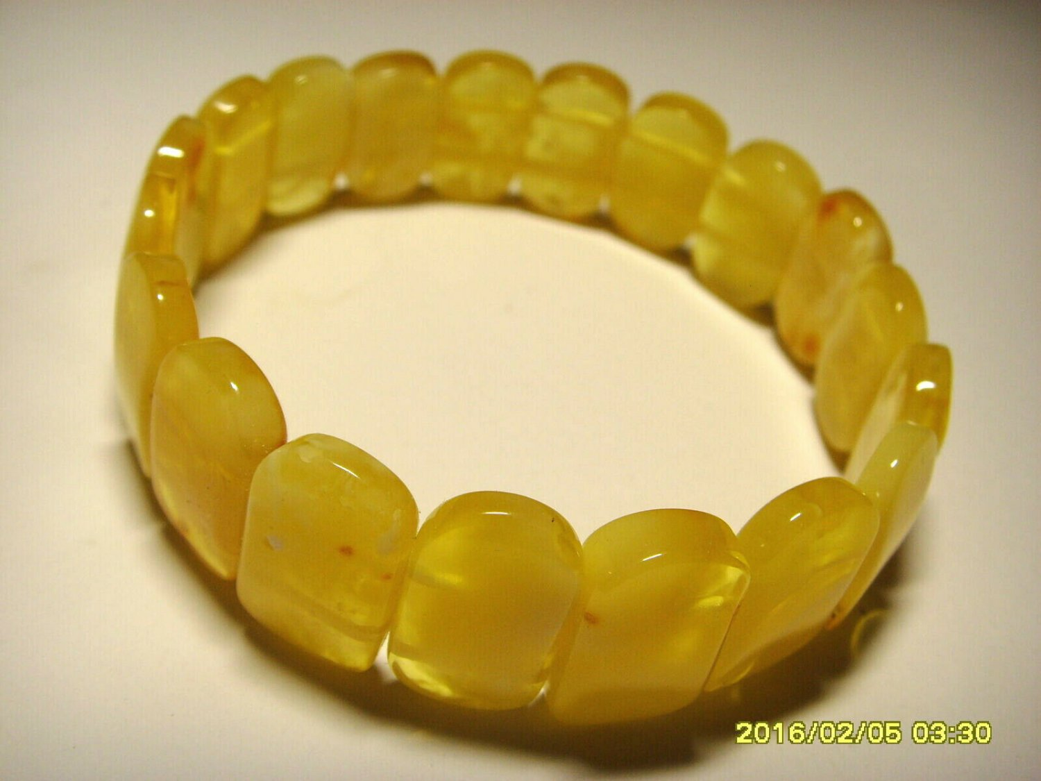 Natural Baltic amber bracelet white- yellow beads elastic ladies   13.66gr. A-26