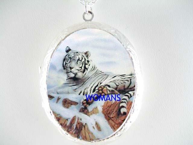 WHITE TIGER MOUNTAIN SNOW PORCELAIN CAMEO LOCKET NK