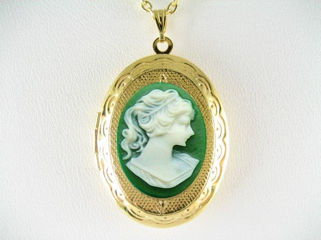 VICTORIAN IRISH GREEN PONYTAIL LADY VINTAGE CAMEO LOCKET