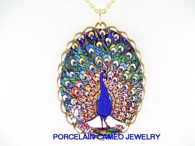 COLORFUL BLUE PEACOCK BIRD WATER LILY CAMEO PORCELAIN NECKLACE