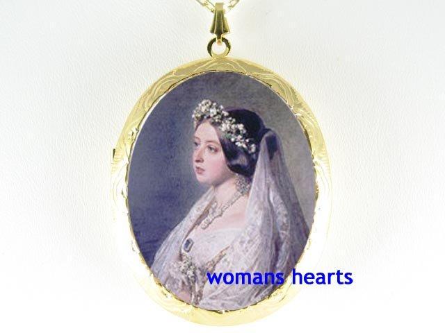 QUEEN VICTORIA IN WEDDING DRESS PORCELAIN CAMEO LOCKET