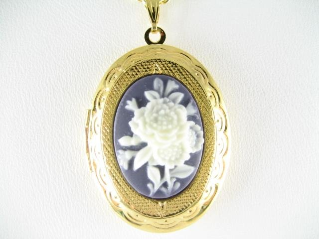 VICTORIAN BLUE WHITE 3 ENGLISH ROSE VINTAGE CAMEO LOCKET
