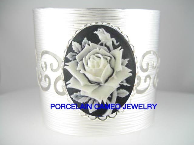VICTORIAN BLACK WHITE ENGLISH ROSE VINTAGE CAMEO CAMEO CUFF SILVER BANGLE BRACELET
