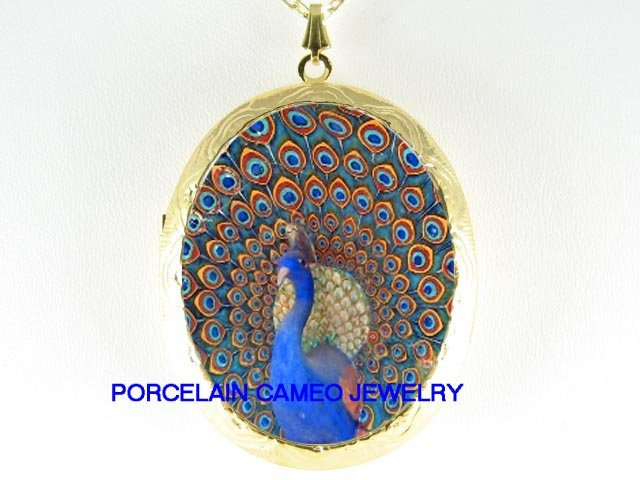 MOSAIC GOLDEN PEACOCK BIRD PORCELAIN CAMEO LOCKET NK