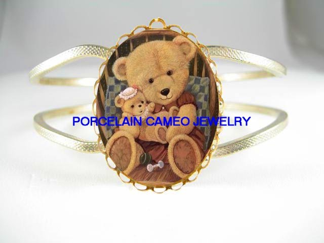 TEDDY BEAR HOLDING TEDDY BEAR BABY* CAMEO PORCELAIN VINTAGE HINGED BANGLE BRACELET