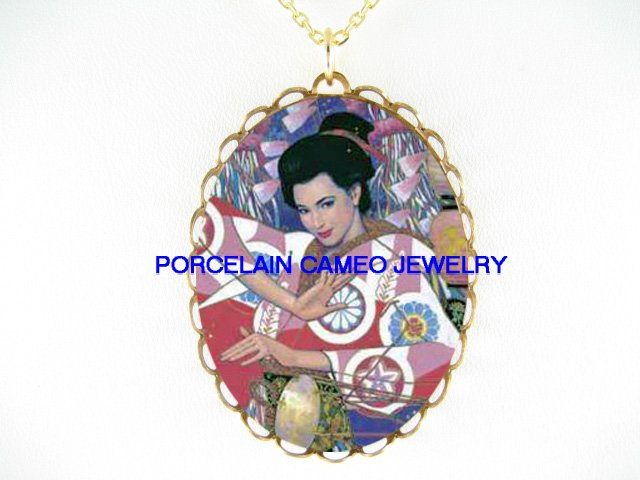 PINK GEISHA PLAY DRUM *CAMEO PORCELAIN NECKLACE