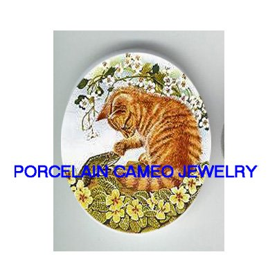 YELLOW KITTY CAT PLAYING FROG UNSET PORCELAIN CAMEO CABOCHON