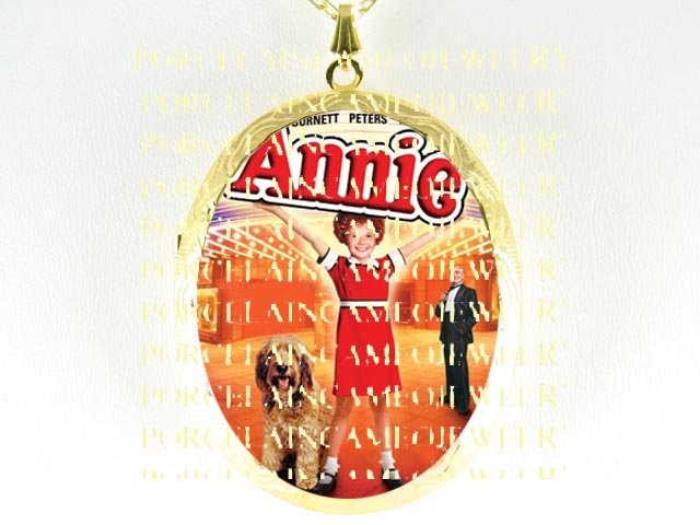 LITTLE ORPHAN ANNIE AND HER DOG SANDY CAMEO PORCELAIN LOCKET NECKLACE 6-1