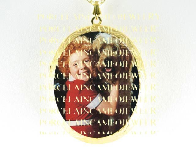 LITTLE ORPHAN ANNIE AND HER DOG SANDY CAMEO PORCELAIN LOCKET NECKLACE 6-6